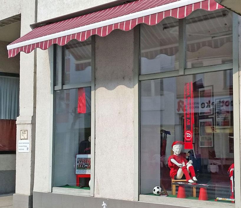 Unser Fanshop in der Rathausstraße 14, in 66333 Völklingen hat während den Spielzeiten jeden Donnerstag von 15 - 17 Uhr geöffnet.