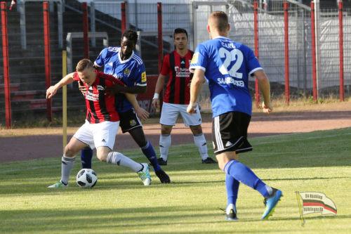 Spielszene aus dem Freundschaftsspiel gegen den 1. FC Saarbrücken (Foto J. Bennoit)