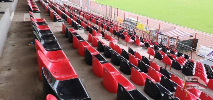 Die Sitzplatztribüne im Hermann-Neuberger-Stadion (Foto: Hell)